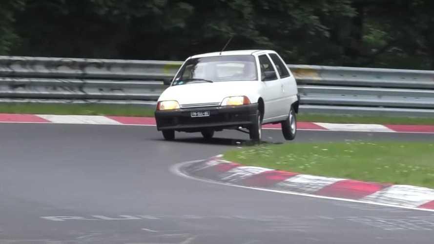 Vídeo: ¡coches lentos dándolo todo en Nürburgring!