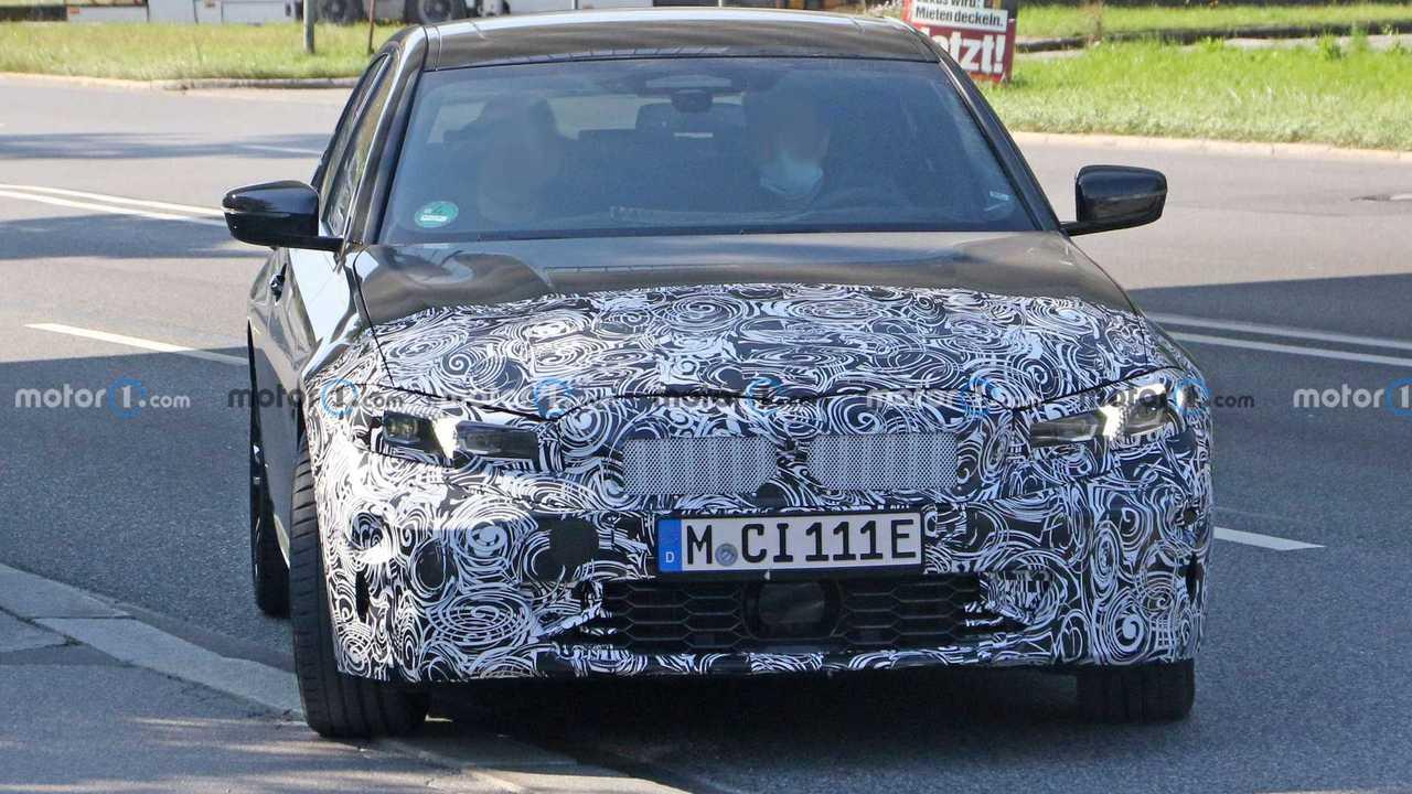 Шпионы поймали обновленный гибрид BMW 3-й серии