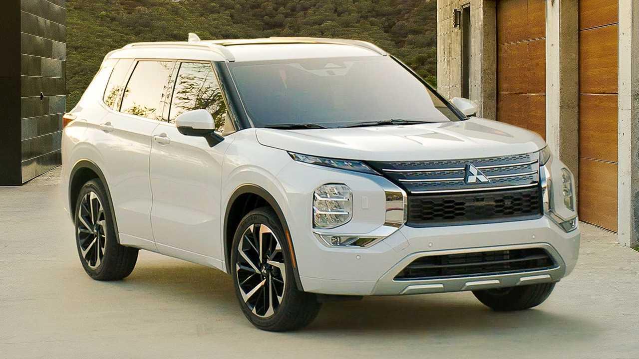 2022 Mitsubishi Outlander in white and angled toward camera