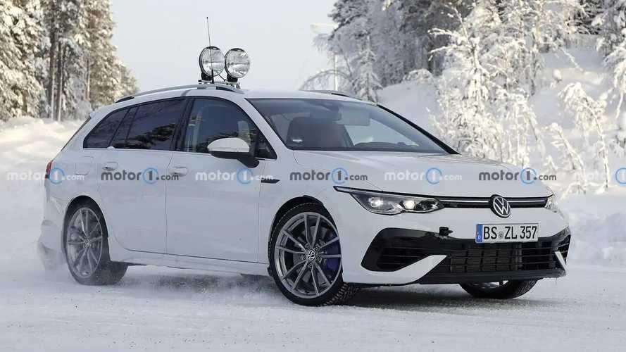 Volkswagen Golf Variant R, le foto spia sulla neve