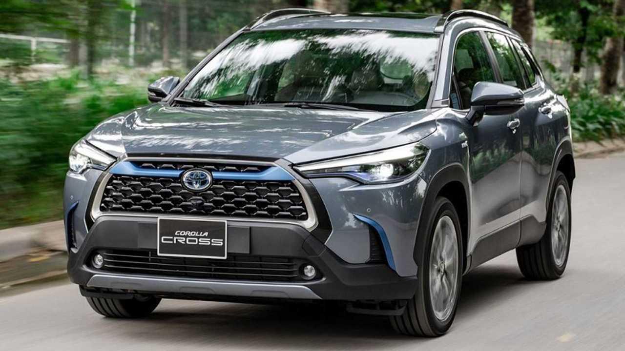 Toyota Corolla Cross 2021 em movimento