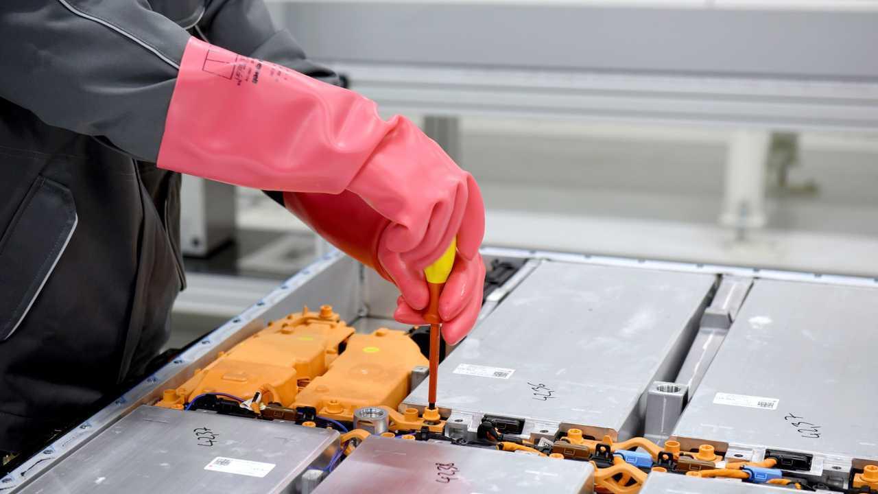 Volkswagen: il progetto pilota per il riciclo delle batterie