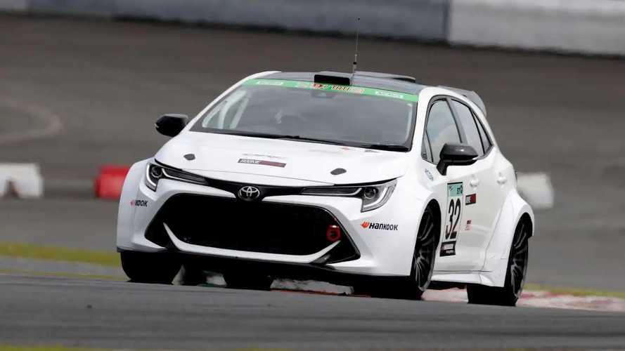 Presidente da Toyota vira piloto com Corolla movido a hidrogênio