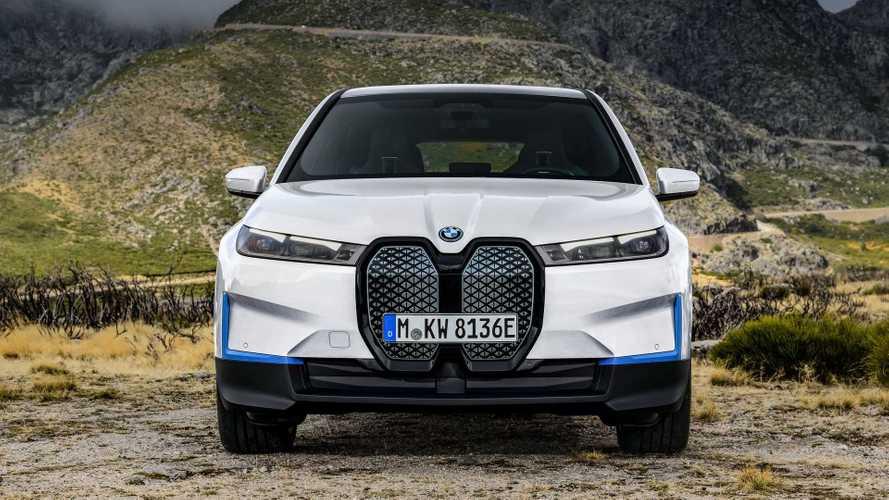 Объявлены рублевые цены на BMW iX. За кабель придется доплатить