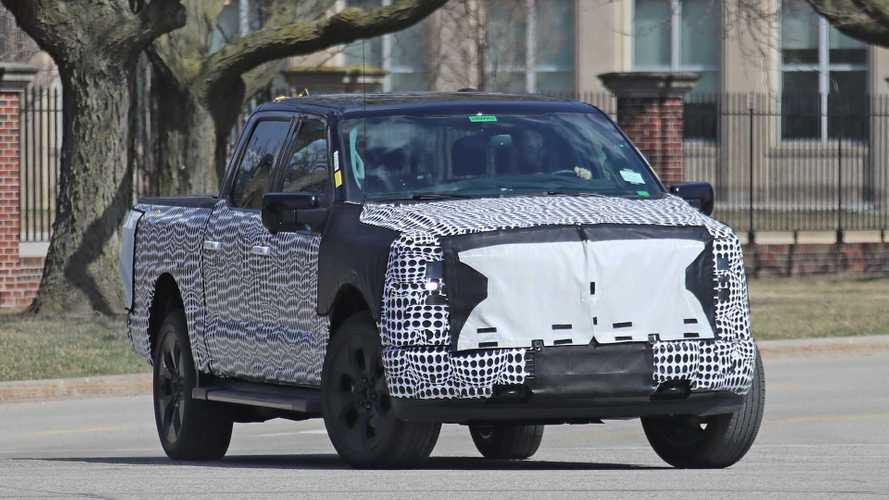Picape elétrica Ford F-150 é flagrada em testes com camuflagem