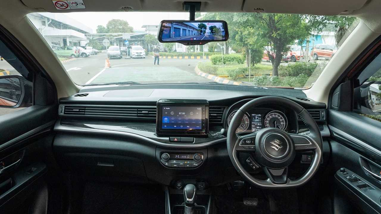 Interior Suzuki XL7 dengan Smart E-Mirror