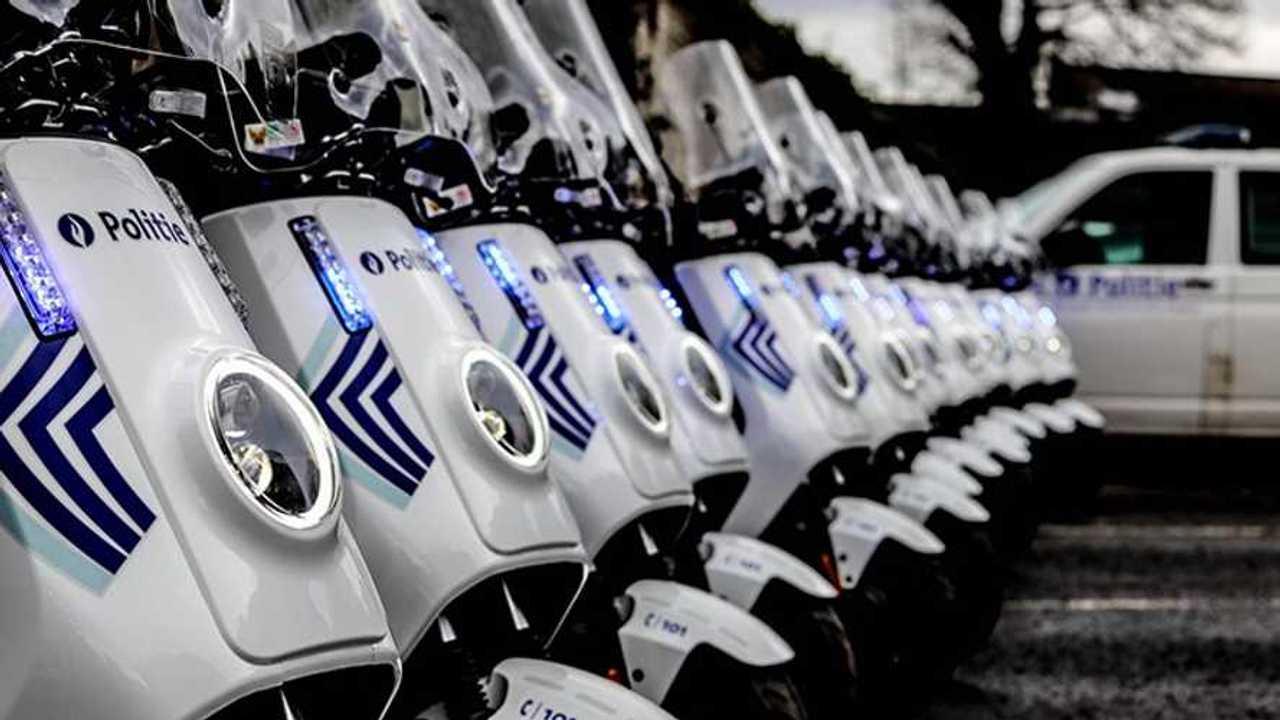 Skuter listrik NIU untuk operasional polisi Brussels.