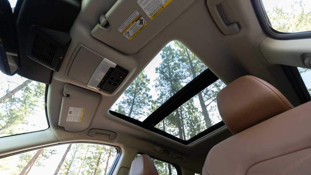 Nissan Pathfinder Platinum 2022 года с панорамной крышей салона