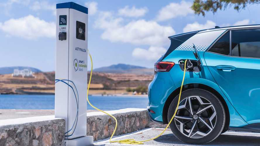 How much range does an electric car lose each year?
