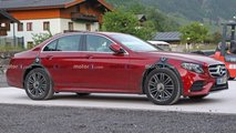 Mercedes E-Klasse als Test-Mule mit breiter Spur erwischt