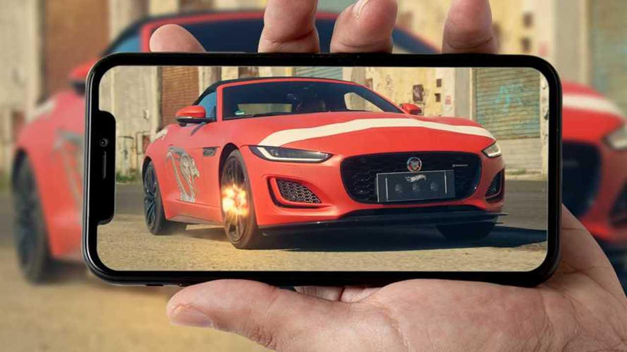 Jaguar e Hot Wheels nel video di Mahmood
