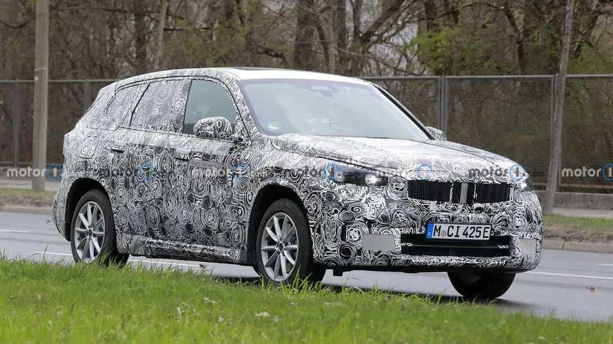 BMW iX1, il SUV elettrico torna a farsi vedere