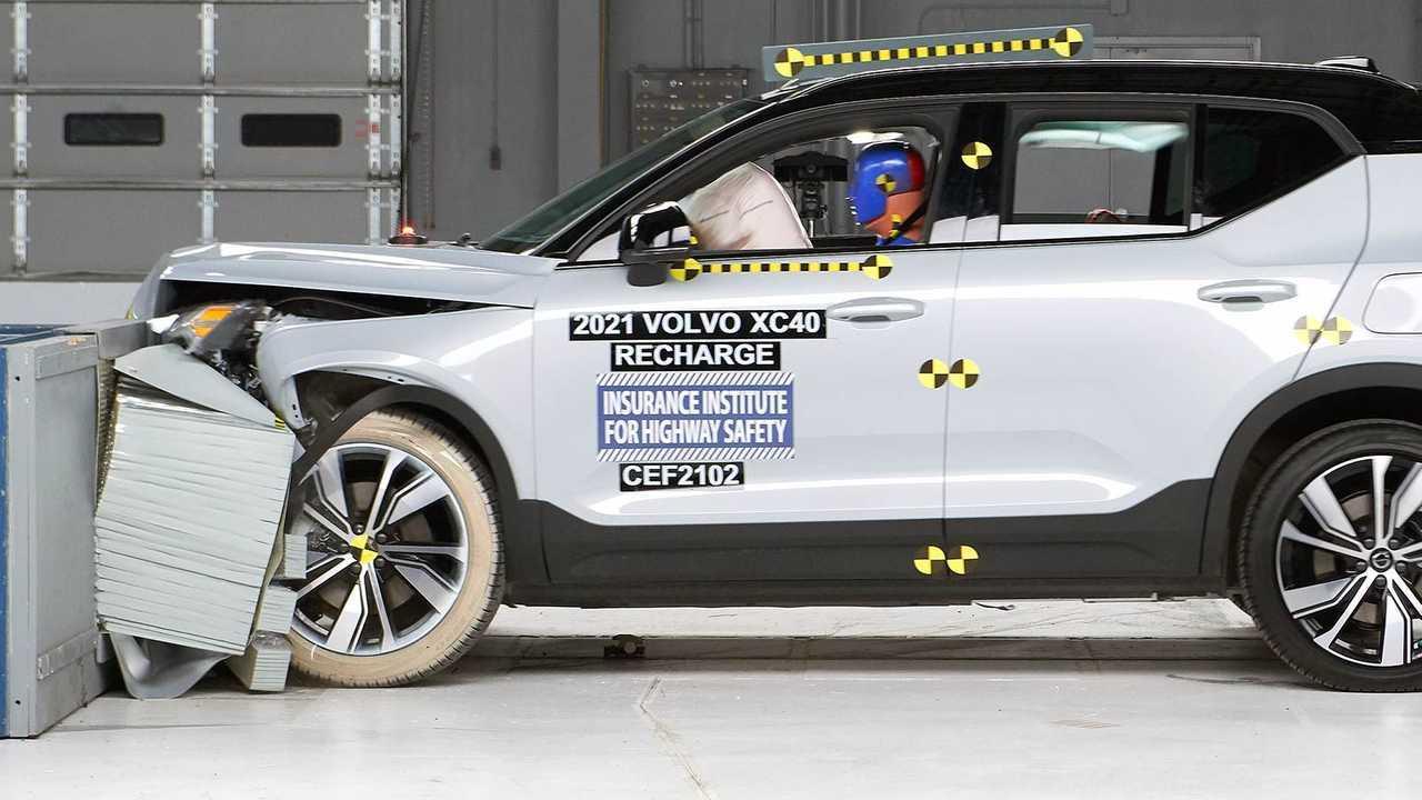 Volvo XC40 Recharge IIHS crash test: impacto frontal