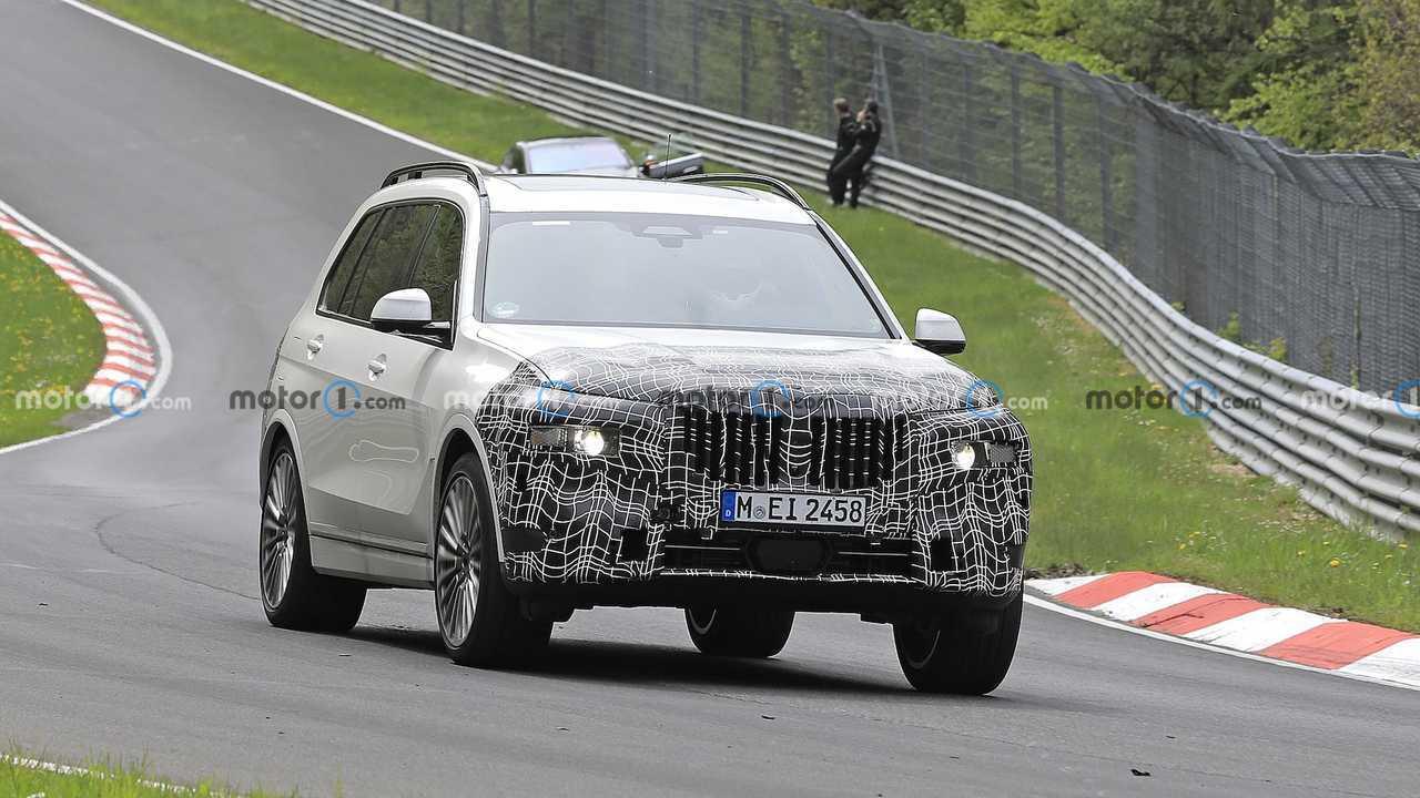 BMW X7 Makyajlı Prototip Ön Cephe