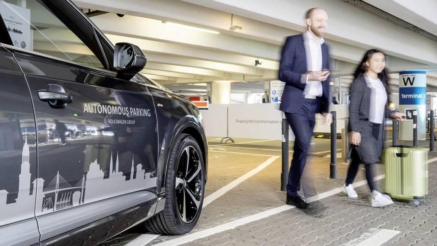 Volkswagen, ad Amburgo le auto parcheggiano da sole