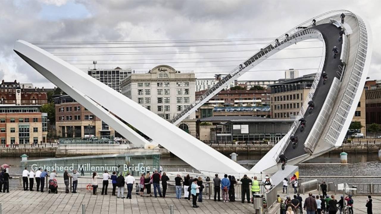 Julien Dupont rides Gateshead Millenium Bridge