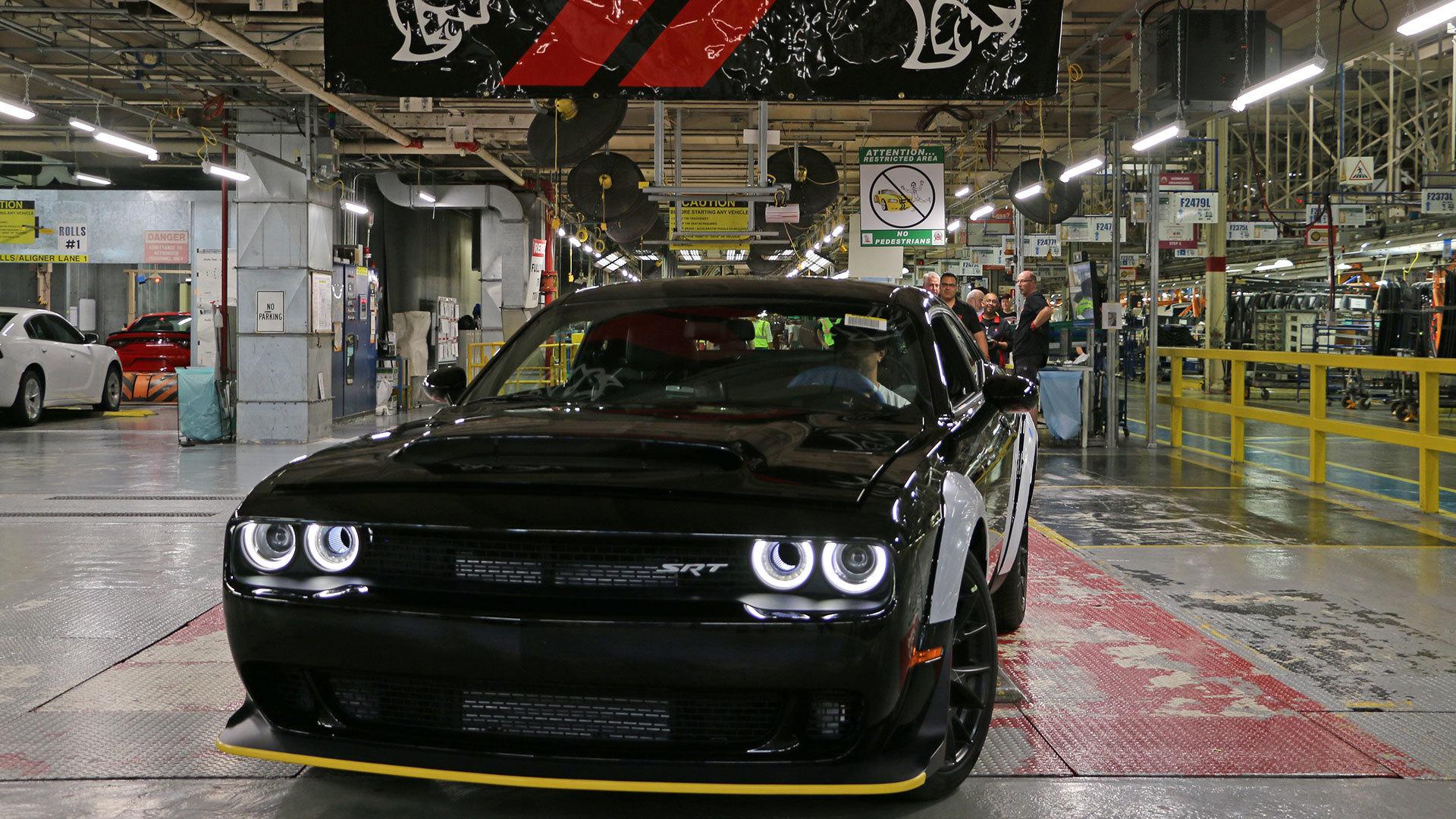 Dodge Demon Colors >> Last Dodge Demon Ever Has Been Built As It Heads To Auction