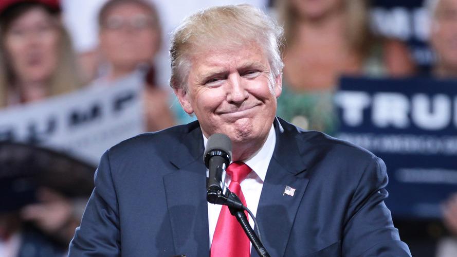 Trump rimanda i dazi sulle auto e mette nel mirino Huawei