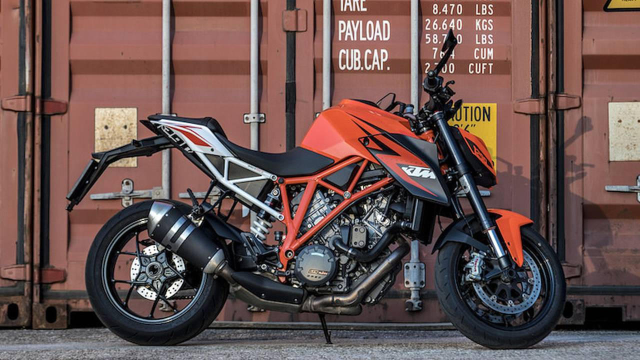 #SheRides - No Need to Fear the Super Duke