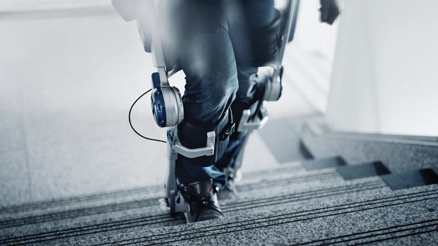 Hyundai's robot exoskeleton makes anyone a superhero