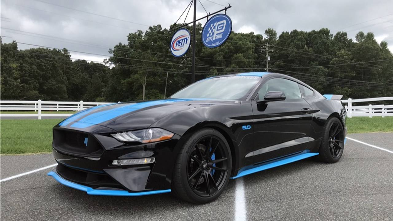2018 Ford Mustang Petty's Garage King Premier Edition