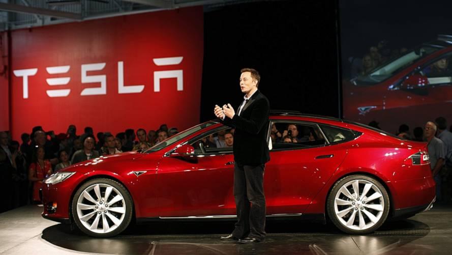 Tesla, premier constructeur américain à valoir 100 milliards