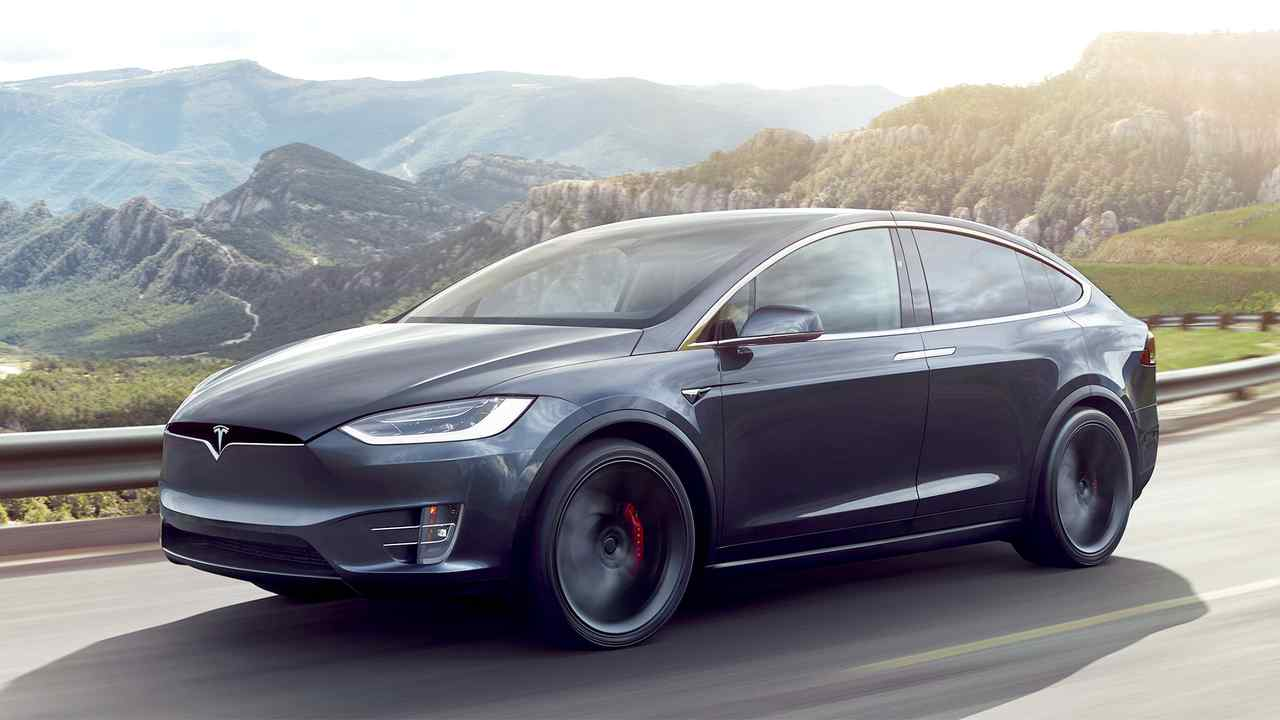 Tesla Model X (5,04 Meter)