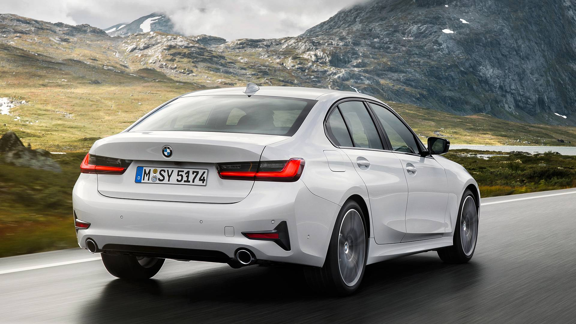 Fourtitude Com 2019 Bmw 3 Series Debuts In Paris With Bigger Body