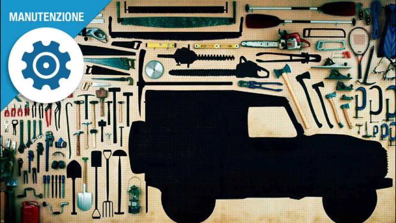 [Copertina] - Manutenzione auto, sei oggetti da avere sempre in garage