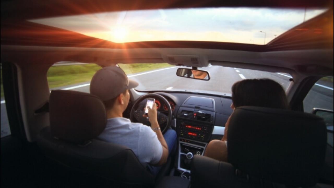 [Copertina] - Smartphone in auto, 6 giovani su 10 rischiano l'incidente grave