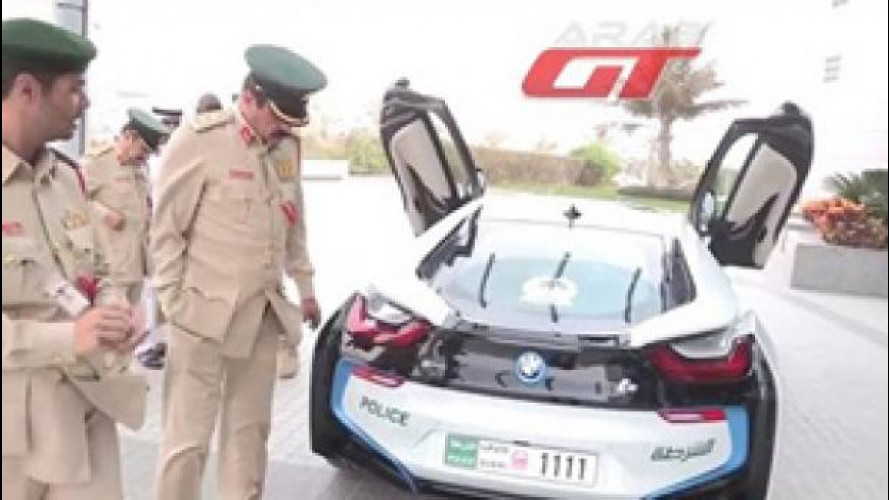 BMW i8 entra nel garage della polizia di Dubai, e anche noi!