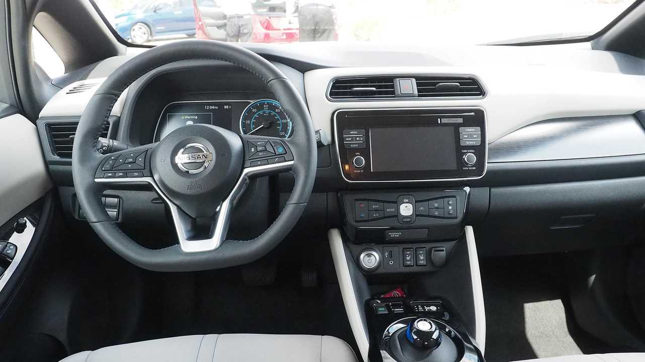 2018 Nissan Leaf dashboard