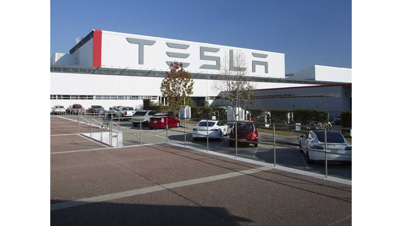 Analyst: Tesla Model X Production Hitting Benchmarks, Tesla On Track To Produce 80,000-Plus EVs In 2016