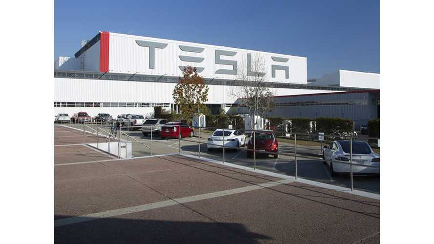Analyst: Tesla Model X Production Hitting Benchmarks, Tesla On Track To Produce 80,000-Plus EVs In 2016