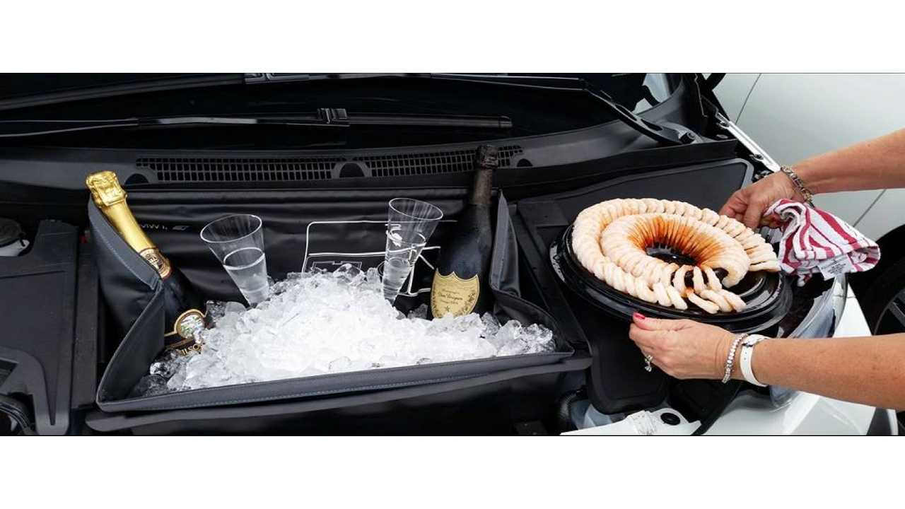 How we use our BMW i3 Frunk. Champagne and Shrimp on ice!