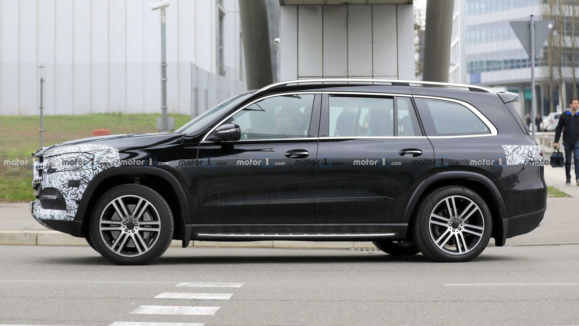 2018 - [Mercedes] GLS II - Page 4 2020-mercedes-benz-gls-class-spy-photo