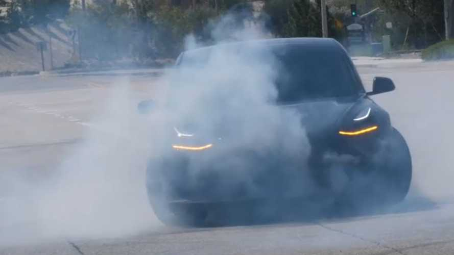 Check Out This Tesla Model 3 Doing Doughnuts & Drifting: Video
