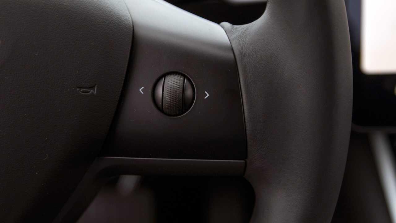 Pro: Scroll Wheels on Steering Wheel