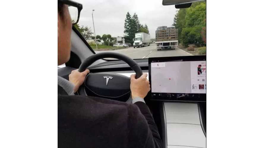 """Elon Musk Says """"No"""" To Central-To-Driver Speedometer And HUD On Tesla Model 3"""