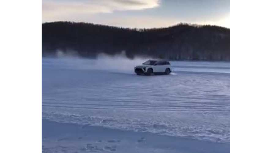 NIO ES8 SUV Does Donuts In The Snow - Video