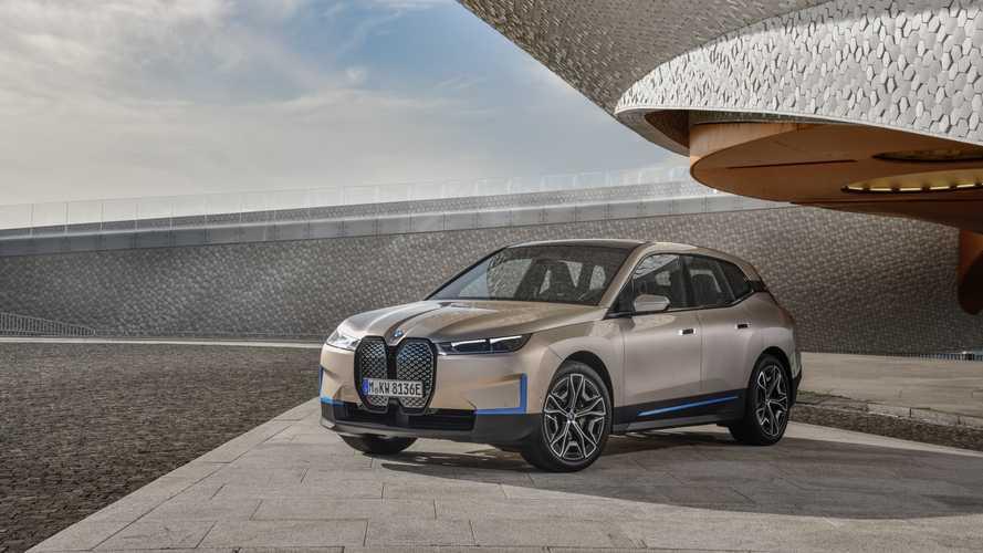 Kapaszkodik a BMW: a frissen bemutatott elektromos iX 500 lóerőt és 600 km-es hatótávot ígér