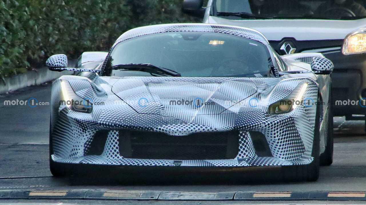 Ferrari Yeni Hiper Otomobil Casus Fotoğraflar