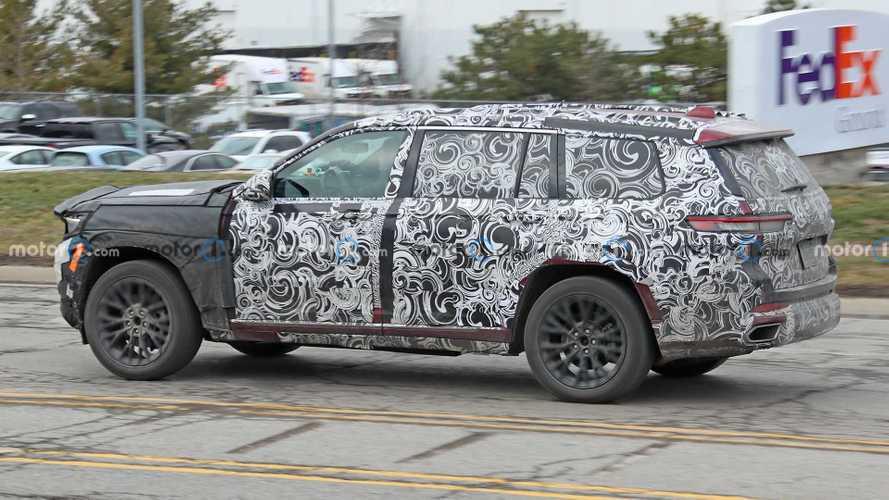 Nuova Jeep Grand Cherokee, le foto spia della versione a 7 posti