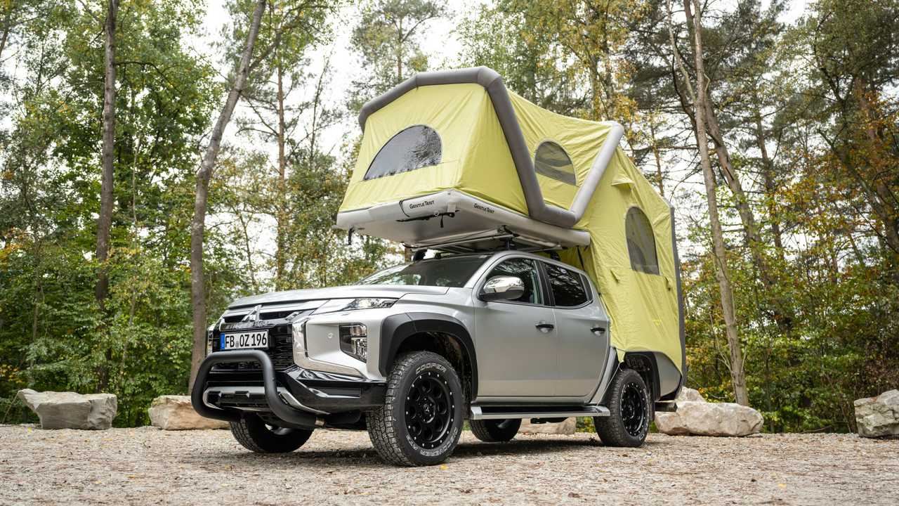Mitsubishi L200 Pop-Up Tent Extended