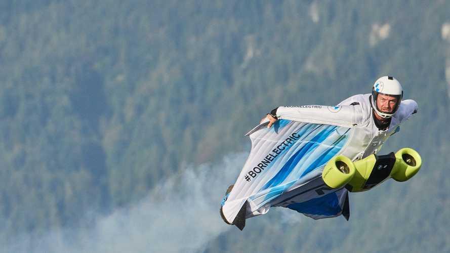 BMW trabaja en un traje volador para surcar los cielos a 300 km/h