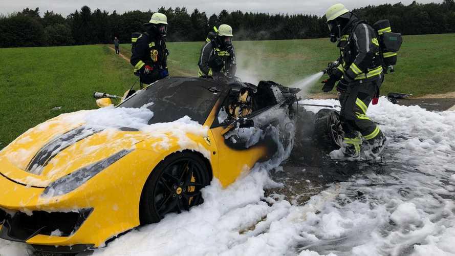 Kigyulladt és totálkárosra égett egy Ferrari 488 Pista Spider