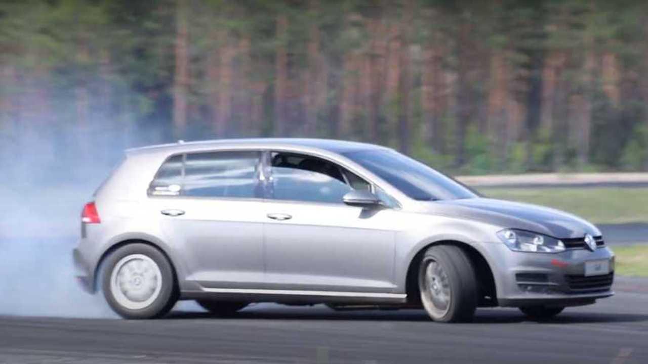 Ez Totally Stock-Looking VW Golf Valójában V8-Powered és RWD