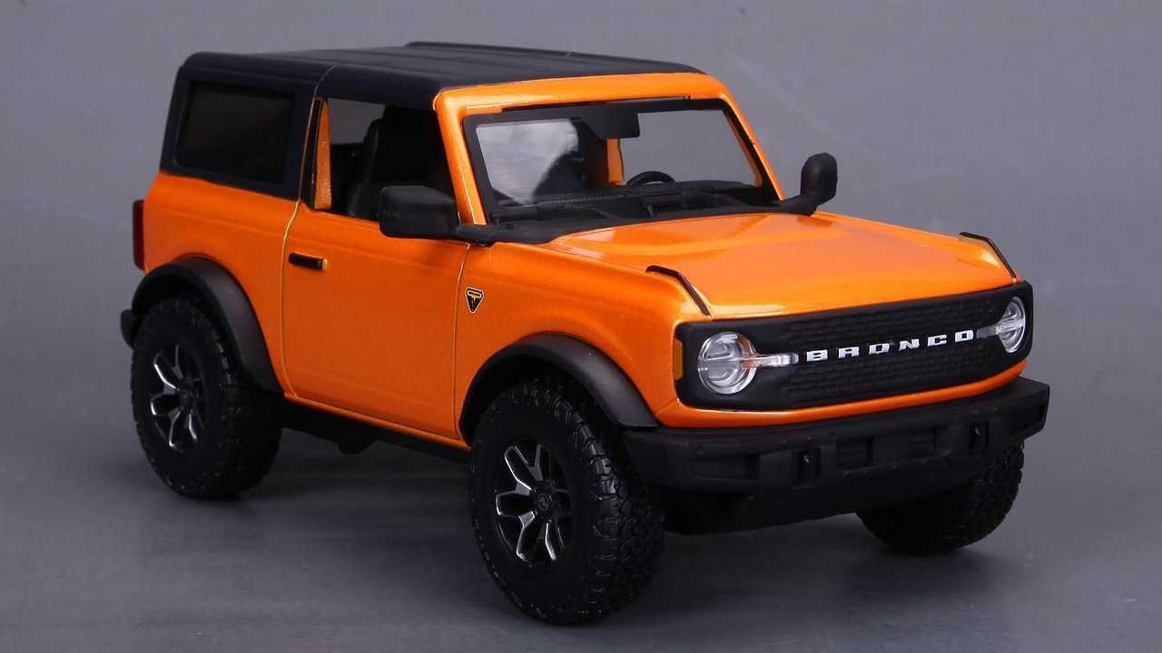 Ford Bronco 1:24 by Maisto in Cyber Orange
