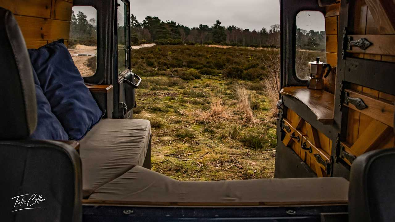 Land Rover Defender توسط Felix Collier ، نمای عقب