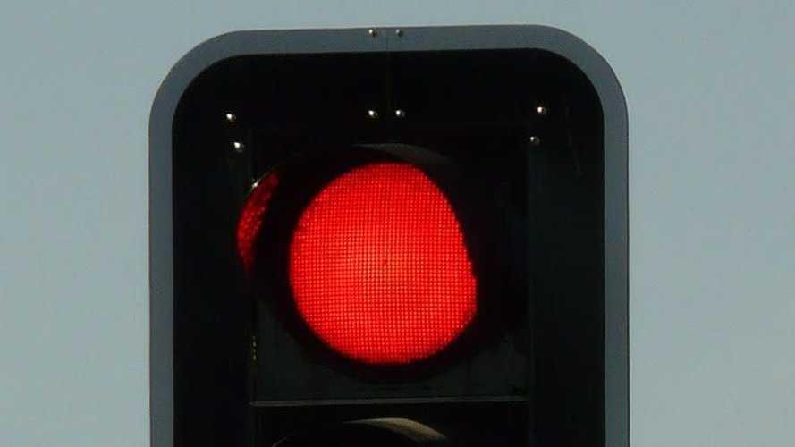 ¿Cuánto cuesta la multa por saltarse un semáforo en rojo?